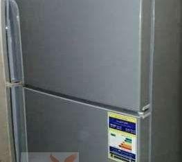 ثلاجة إيديال زانوسى 14 قدم ولسه فى الضمان إستعمال بسيط بـ4000